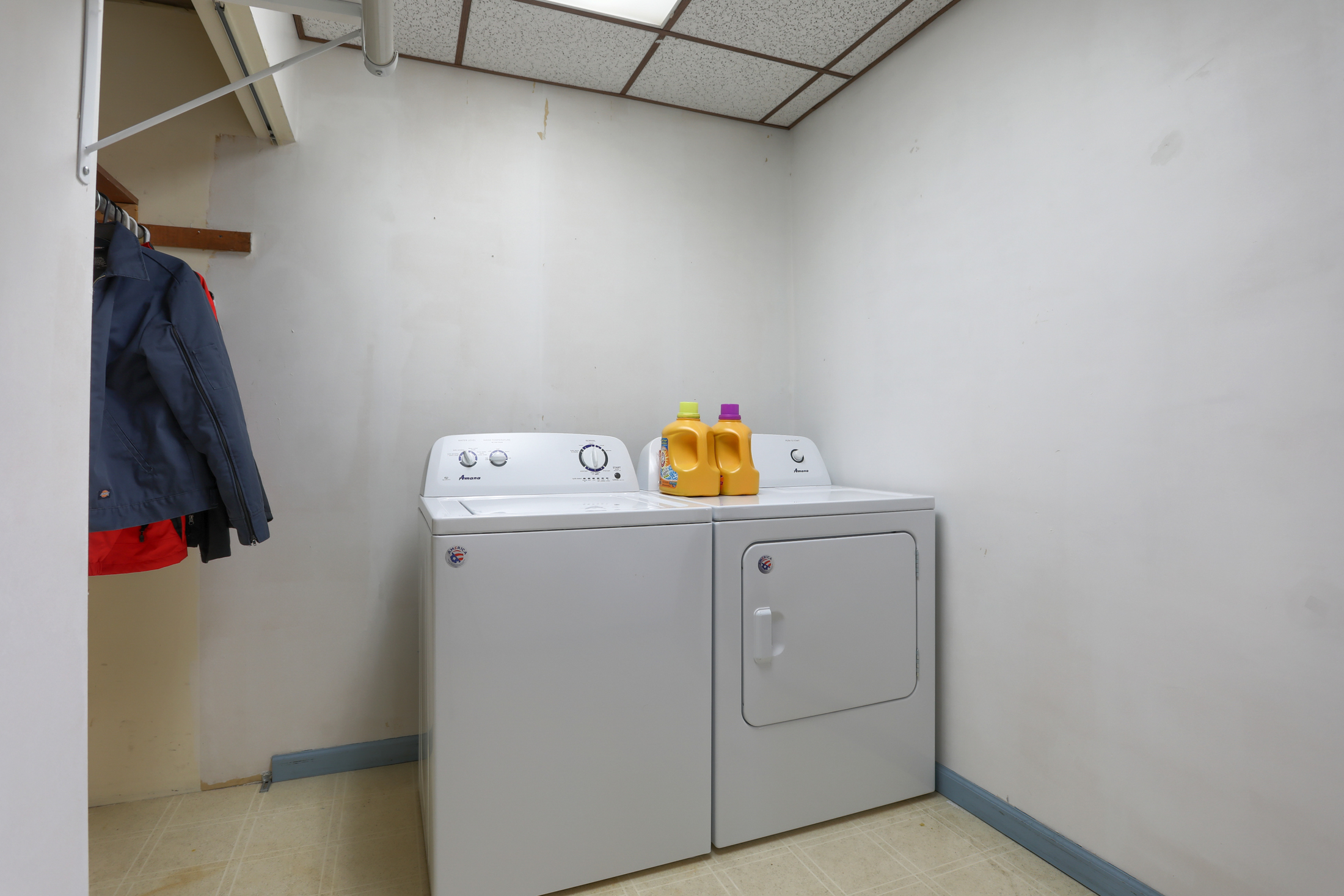 285 Strack Drive - Laundry