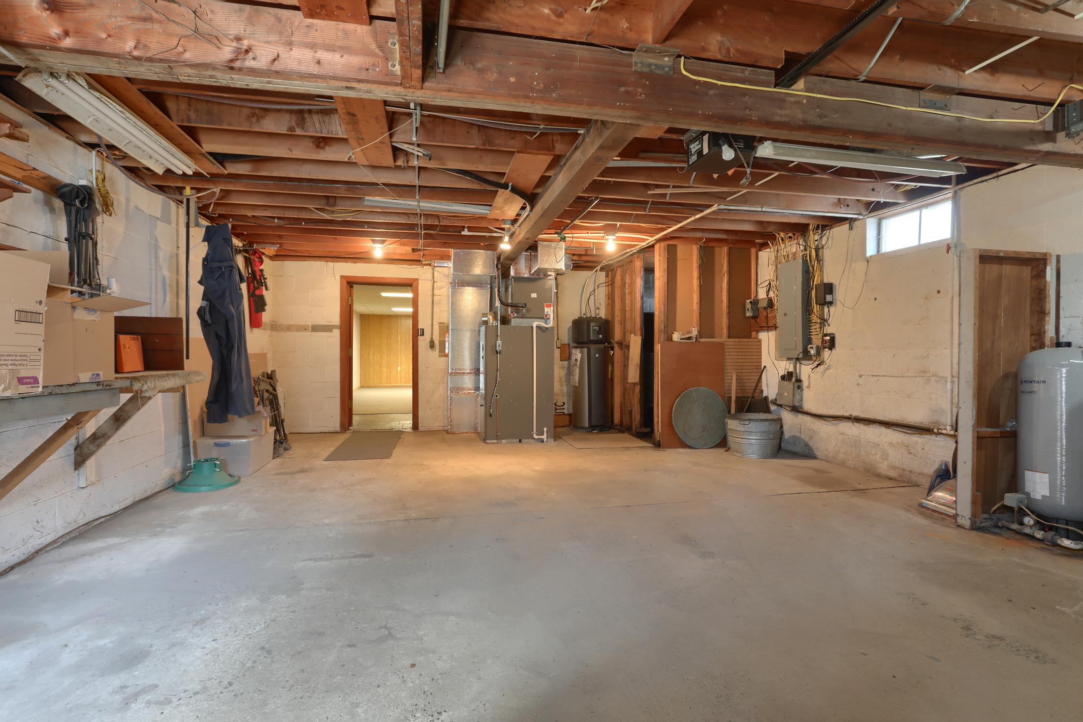 285 Strack Drive - Garage