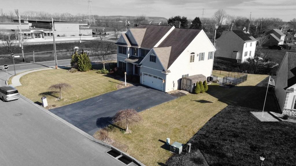 2000 Mallard Lane - front corner aerial view