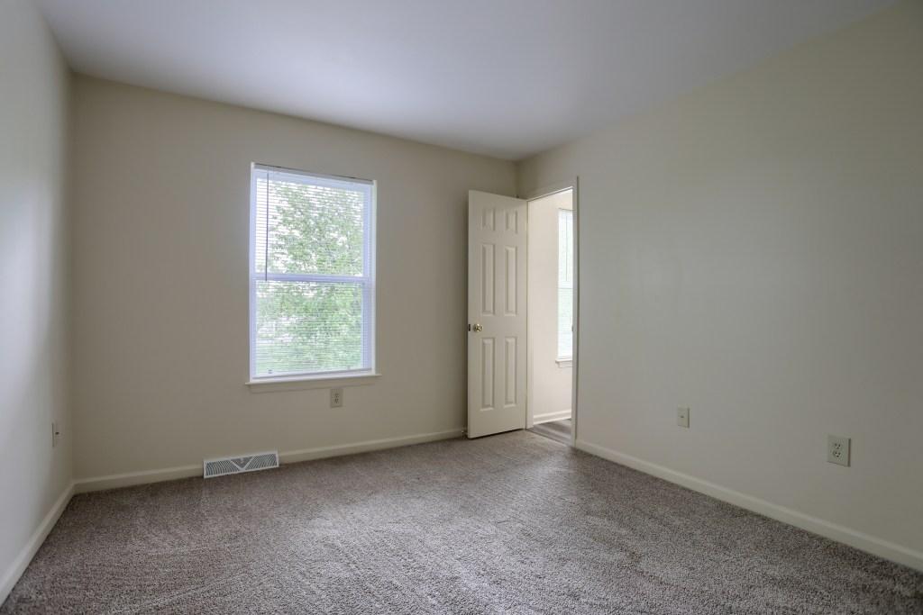 25 Tiffany Lane - main bedroom with access to bathroom