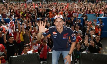 Miles de aficionados aplauden al Campeón del Mundo de MotoGP en Indonesia
