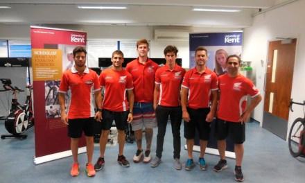 Los pilotos del Team HRC pasan control médico en la Universidad de Kent