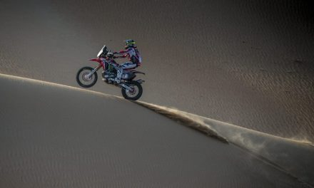 Podio final de Kevin Benavides y Monster Energy Honda Team en el Abu Dhabi Desert Challenge
