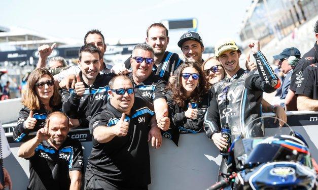 Bagnaia gana en Moto2 en Le Mans, con Xavi Vierge de héroe