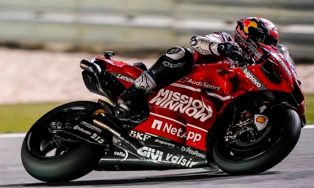 Dovizioso supera a Márquez, Ducati a Honda, y gana la primera carrera del año