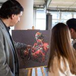 Las obras del artista británico Paul Oz rinden homenaje a Ayrton Senna en McLaren Barcelona