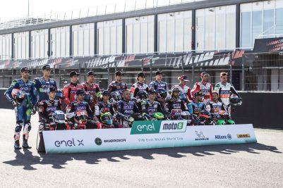 Pilotos-de-MotoE-posan-para-foto-oficial-2019-Circuit-Ricardo-Tormo-OK