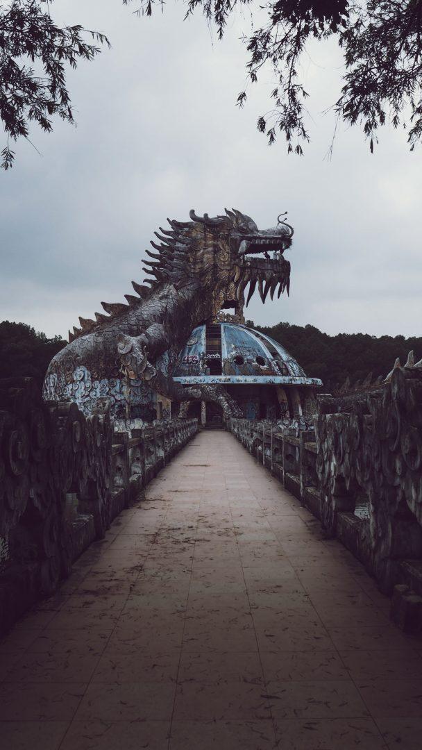 shallow focus photo of dragon statue