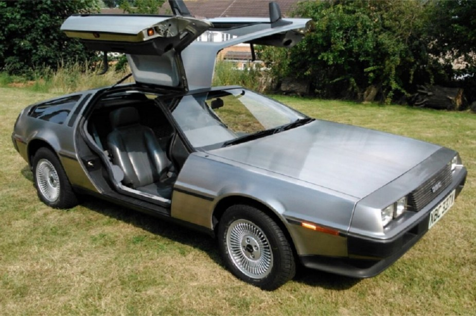 1982 DeLorean DMC-12 (silver)