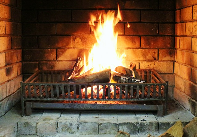 fireplace-535281_640