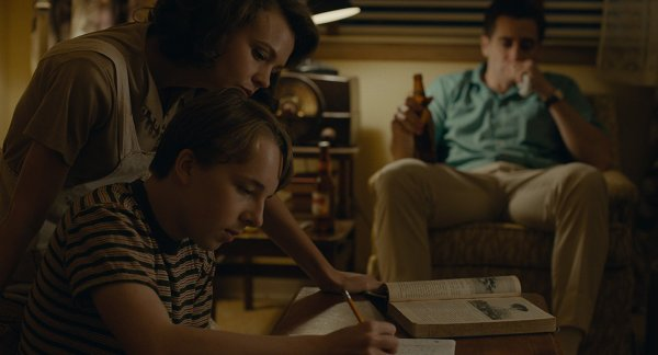 Jake Gyllenhaal, Carey Mulligan, and Ed Oxenbould in Wildlife