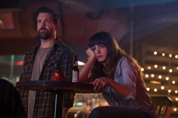 Colossal movie - Jason Sudeikis and Anne Hathaway