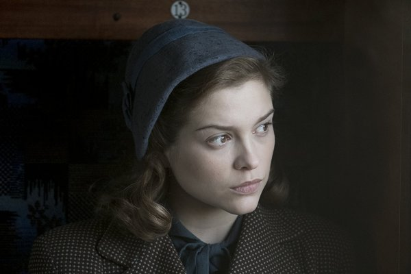 Sophie Cookson in Red Joan (2018)