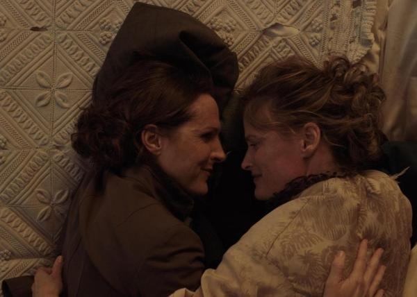 Wild Nights With Emily Movie - Molly Shannon and Susan Ziegler