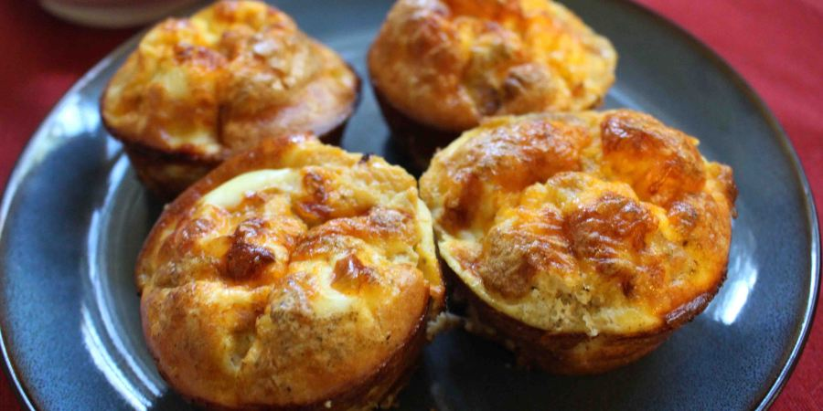 These egg muffins make for annuturitious easy breakfast on the go or a cute addition to brunch!
