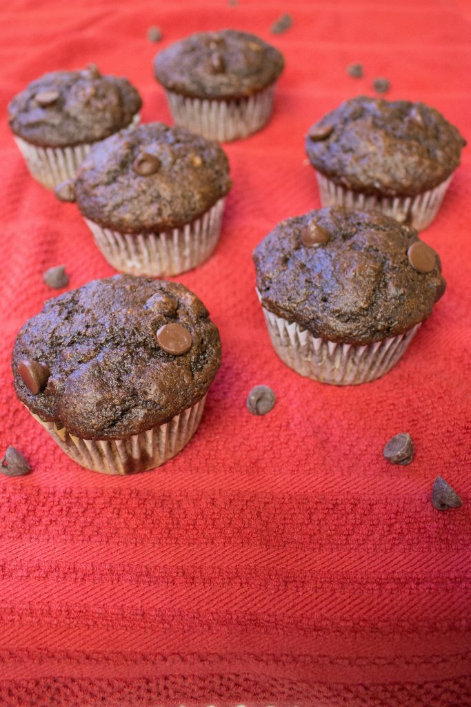 These lightened up chocolate banana muffins make getting your chocolate fix while eating healthy a breeze! | Teaspoon of Nose