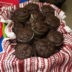 These lightened up chocolate banana muffins make getting your chocolate fix while eating healthy a breeze!   Teaspoon of Nose