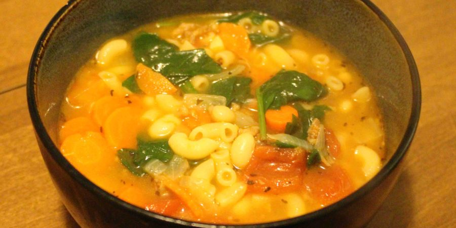 Tuscan Sausage Soup is hearty, delicious, and will feed an army!! | Teaspoon of Nose