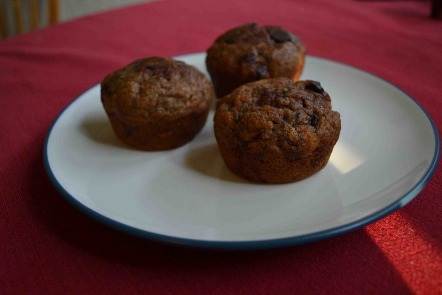 Chocolate chip banana muffins taste great and make for a delicious breakfast on the go! | Teaspoon of Nose