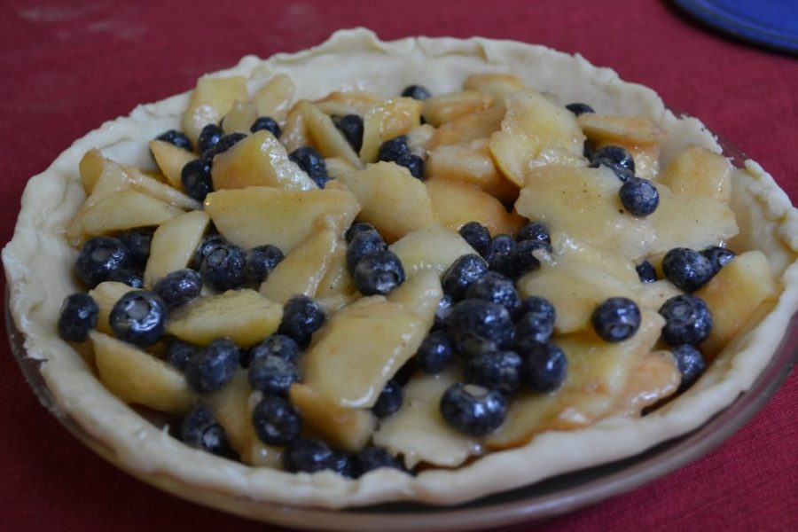 The perfect summertime treat: peach blueberry pie!  | Teaspoon of Nose