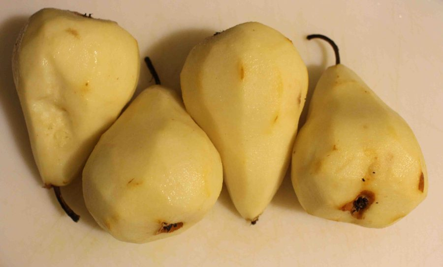 These creamy poached pears will impress any dinner guests and are irresistible! | Teaspoon of Nose