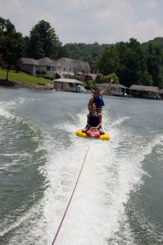 Smith Mountain Lake makes for the perfect summer weekend getaway in Virginia! | Teaspoon of Nose