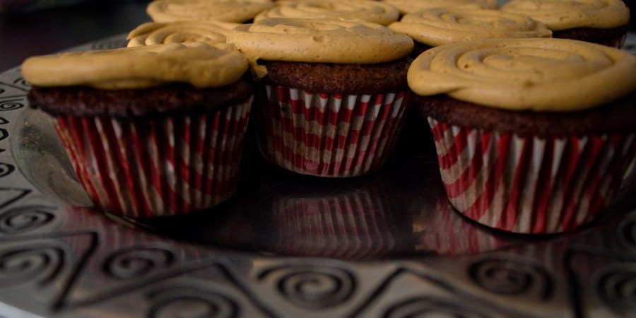A fun twist on a festive classic: gingerbread cupcakes!  | Teaspoon of Nose