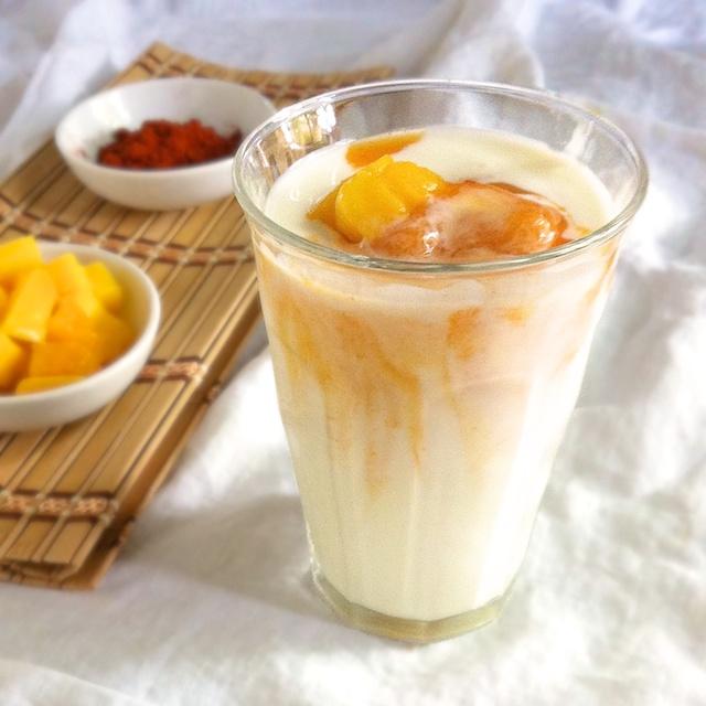 Sweet Spicy Mango Kefir | TeaspoonofSpice.com