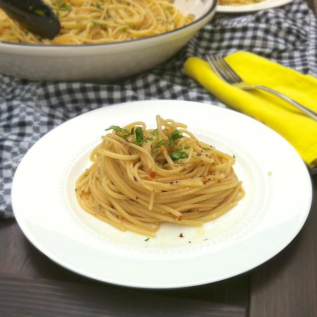 Spaghetti Aglio e Olio   Teaspoonofspice.com