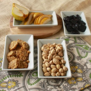 Pistachios, Dried Plums, Pears & Blue Cheese Crackers | Teaspoonofspice.com