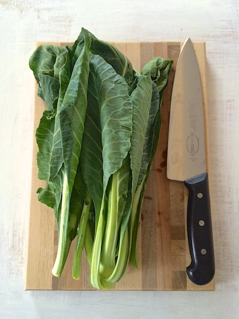 #HealthyKitchenHacks: How to Quickly Cut Hearty Leafy Greens