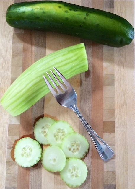 #HealthyKitchenHacks: Make Your Cucumber Slices Fancy in 30 Seconds via @teasponofspice.com @tspbasil