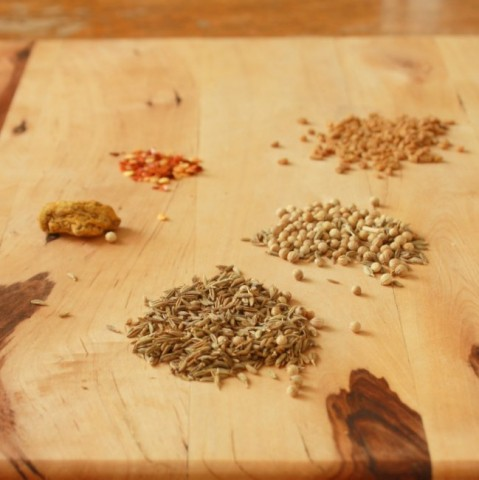 #HealthyKitchenHacks : How to Make Curry Powder
