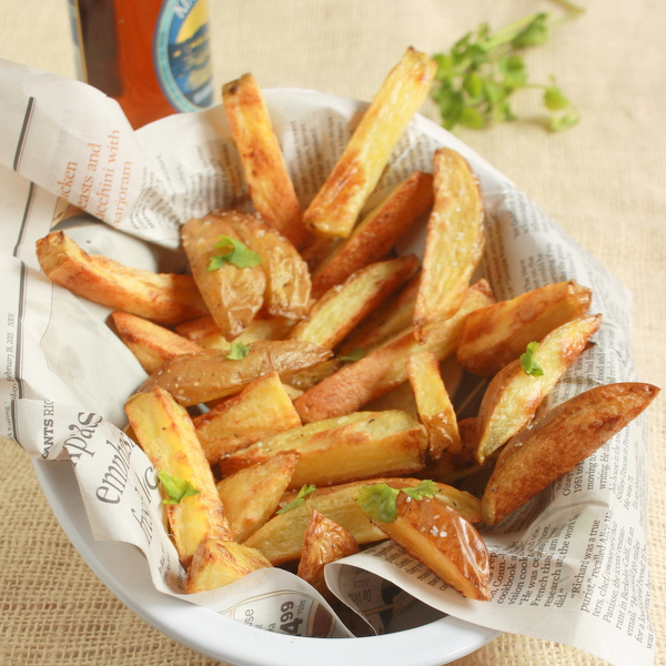 #HealthyKitchenHacks - Beer Marinated Baked Fries | @tspcurry