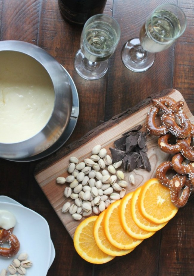 Cheese Fondue Recipes + Chocolate Fondue Recipes | @tspcurry