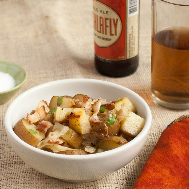 #HealthyKitchenHacks - Slow Cooker Potatoes, Cabbage and Bacon with Beer | @tspcurry