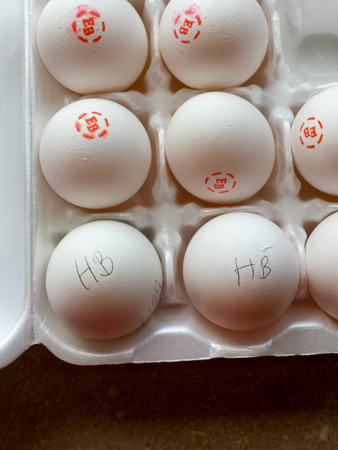 #HealthyKitchenHacks - How to tell hardboiled from fresh eggs | @TspCurry