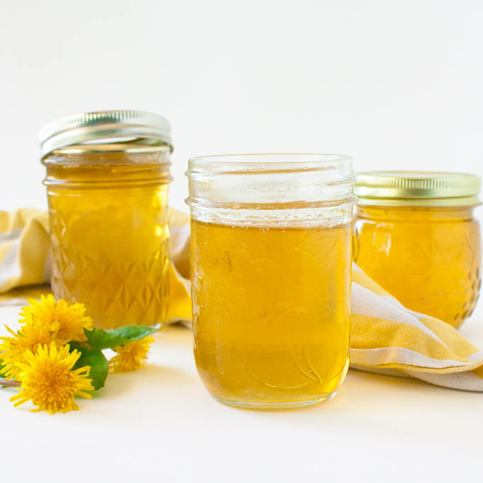 Tastes like honey! Impossibly easy to make: How to Make Dandelion Jelly via @TspCurry