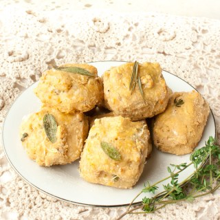 SIMPLE PARMESAN HERB CHEESE BISCUITS | @TspCurry