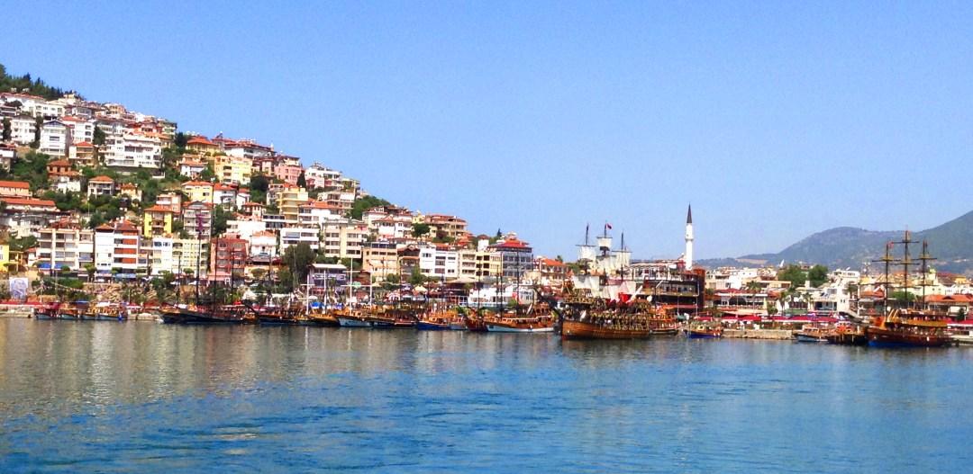 Alanya havn, alanya bådtur, ferie i alanya, lejlighed i alanya, alanya homeserive, grafikerens gode råd, alanya virksomhed