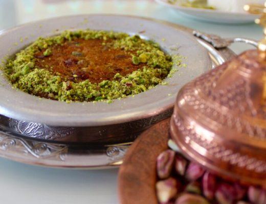 tyrkisk kage, tyrkisk mad, kunefe, lækker tyrkisk kage, mad man skal smage i tyrkiet, desserter fra tyrkiet, künefe,