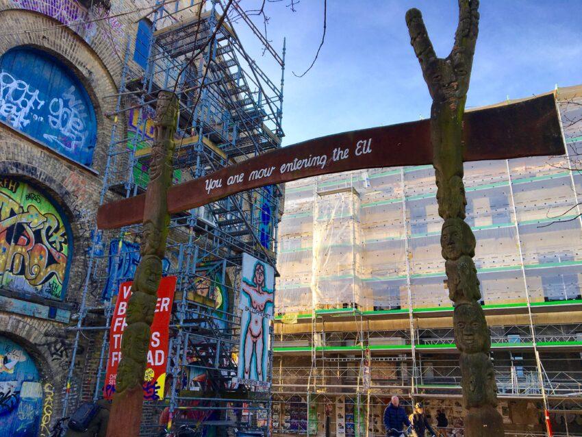 Historien om Christiania, Christiania, besøg Christiania, indgang til Christiania, sjove skilte, skilte københavn,