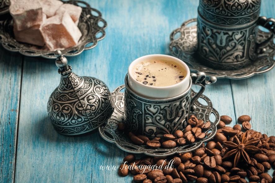 Spå i kaffe grums: Det betyder symbolerne