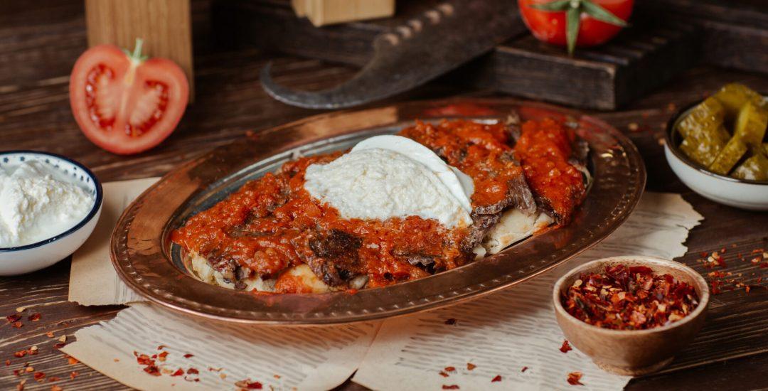 Tyrkisk kebab, iskender kebab, tyrkisk kebab med yoghurt,, mad fra Alanya, madguide til Tyrkiet, tyrkisk madguide, tyrkisk mad du skal smage