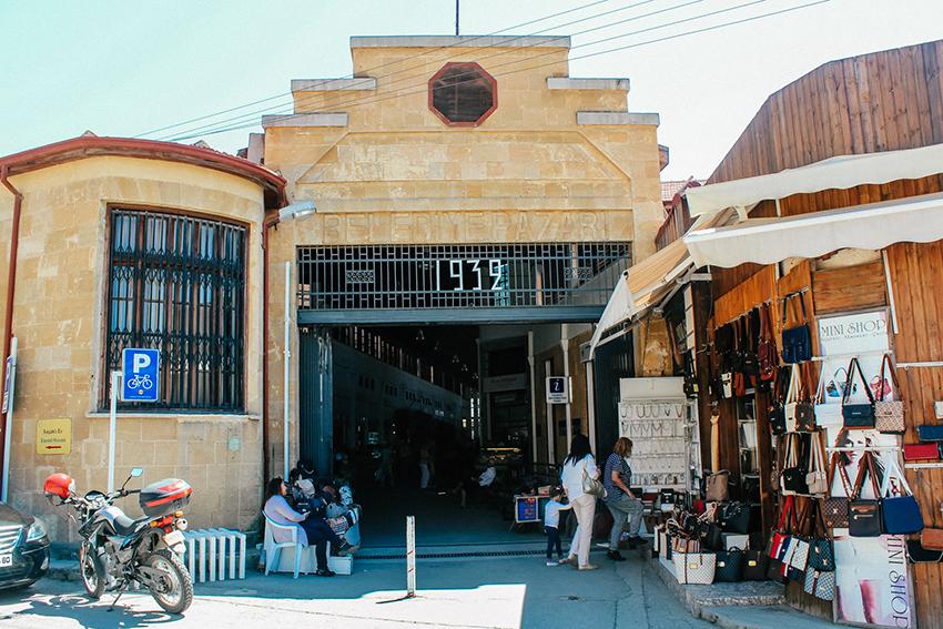 Banbabulya markedet, frugt marked cypern, udsigt til green line, green line på cypern, seværdigheder i Lefkosa, oplevelser i Nicosia