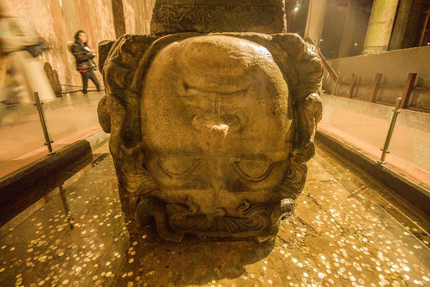 Basilica Cistern, Basilica Cistern istanbul, istanbul Basilica Cistern, istanbul Cistern, oplevelser i Istanbul, de bedste seværdigheder istanbul, medusa hoved istanbul