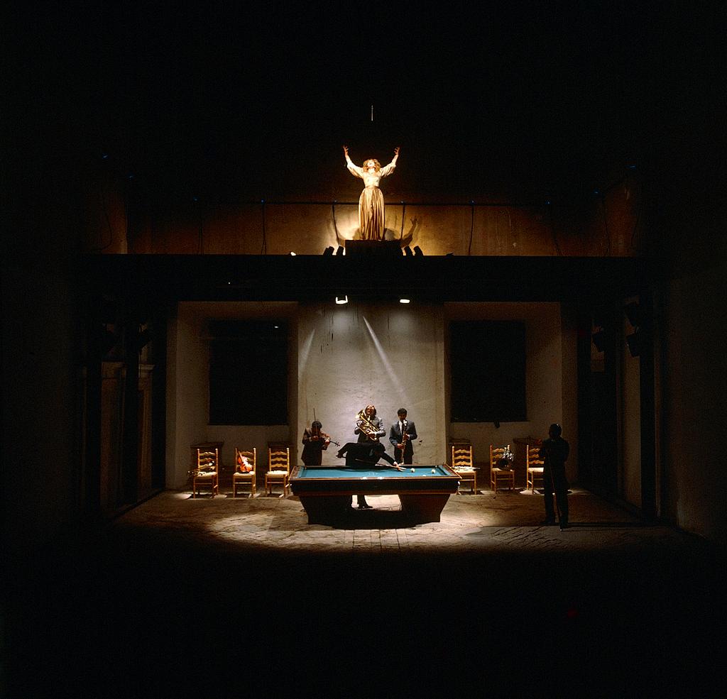 Didone, immagine di Jannis Kounellis, regia di Carlo Quartucci, con Carla Tatò, La Zattera di Babele/progetto Genazzano, Castello Colonna, sala Martino V, 1982.