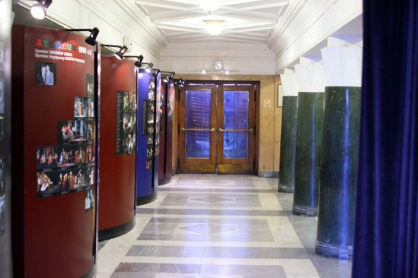 Foyer od strony wejścia głównego do Teatru. Fot. Michał Jarosiński