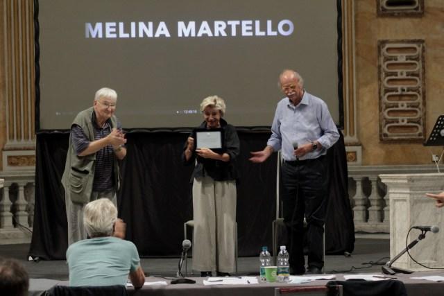 Targa a Melina Martello consegnata da Eugenio Pallestrini