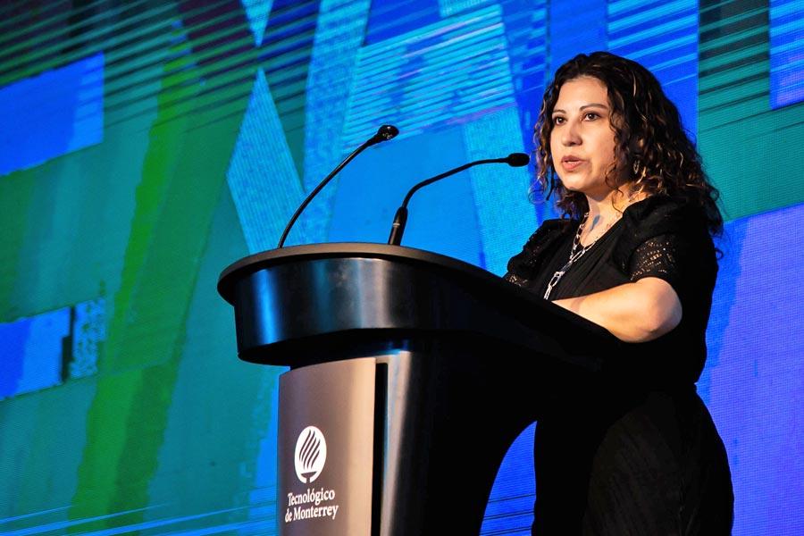 La galardonada brindó un mensaje sobre el acoso sexual en la industria.